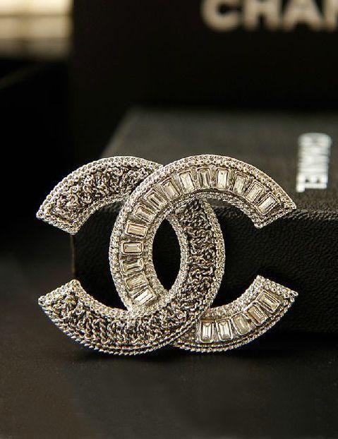 ♔ Chanel brooch ~ Paris   Accessories   Chanel brooch, Chanel ... 5806f3a6d22