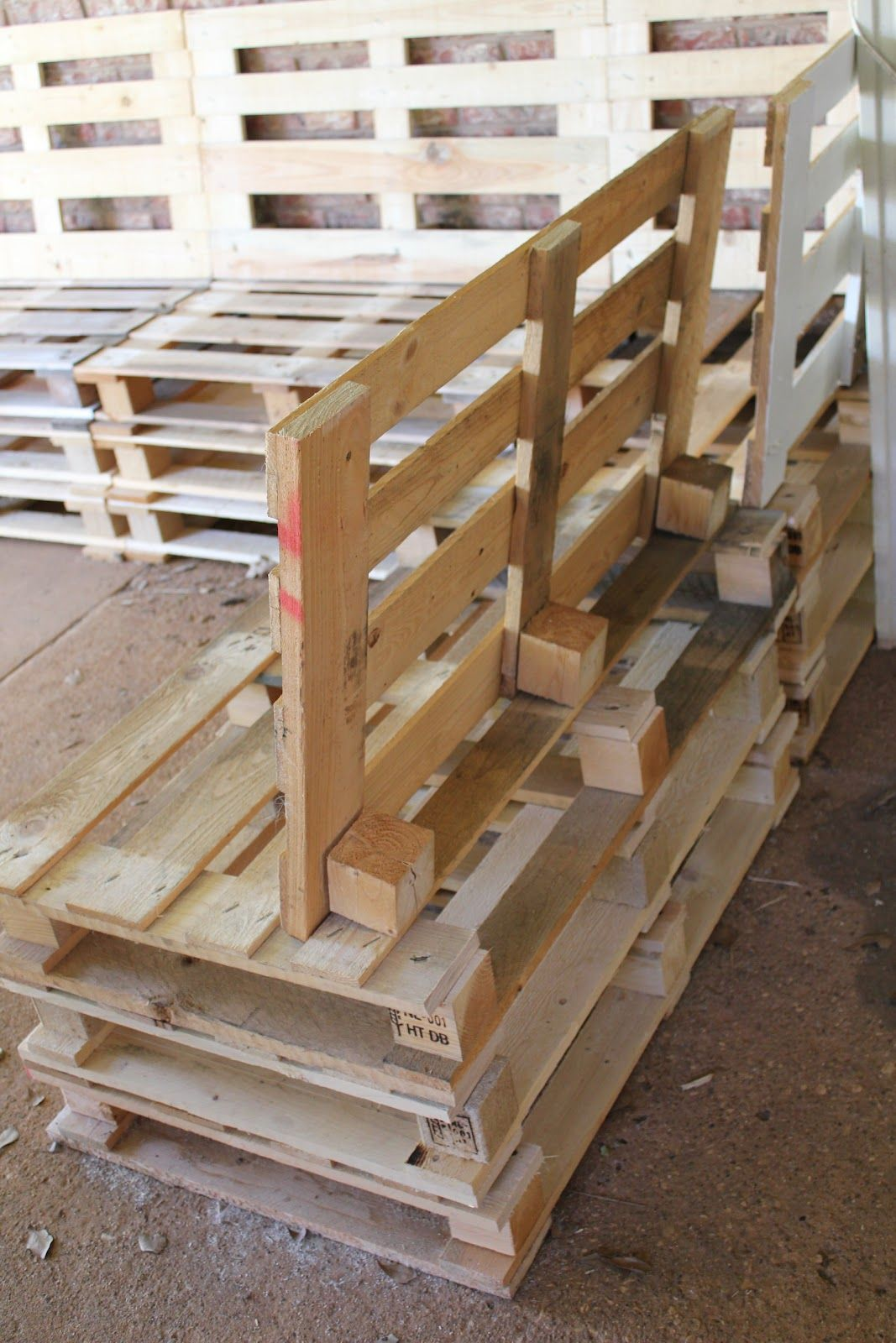 Pallet sectional tutorial Patio Props Pinterest Pallets