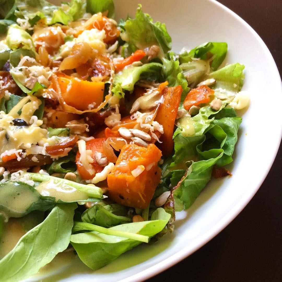 en instagram ensalada con mix de verdes calabaza al horno cebollas