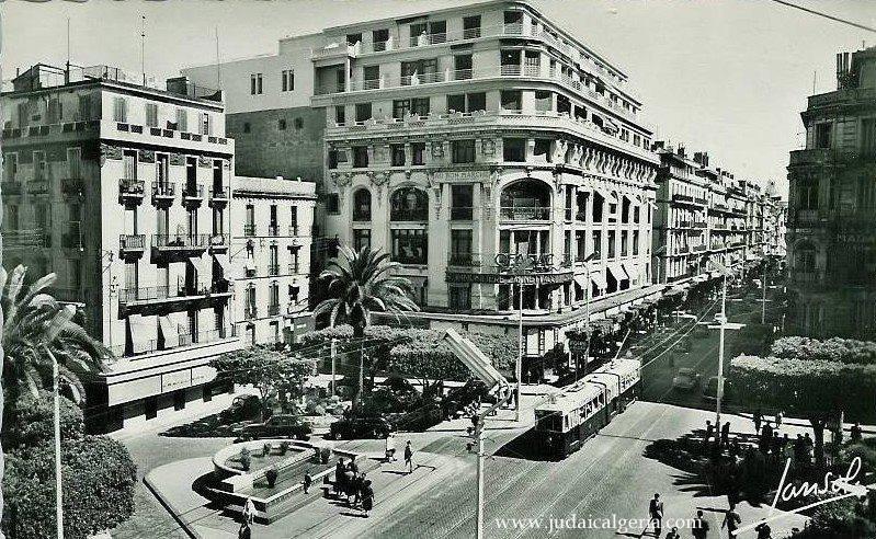 Alger Rue D Isly Immeuble Du Bon Marche Avec Le Milk Bar Algerie Kabylie Alger Photo Algerie