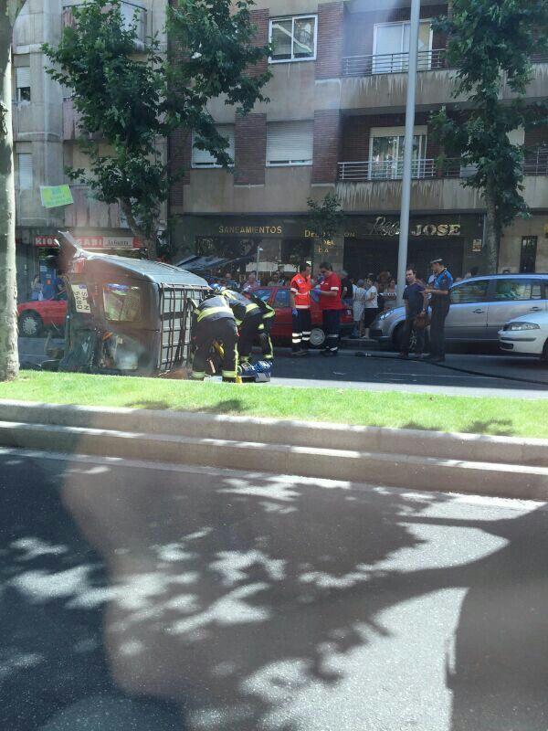 Salamanca 16 10 Precaución Trafico Por Accidente Múltiple En La Avda De Portugal Con Un Vehículo Volcado Vehiculos Portugal