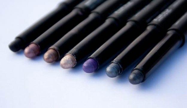 Super Promo CampioniGratuiti – Mini Stock di 12 Matitoni Eye Liner East Girl Vari colori 5 euro Spedizione Gratuita!