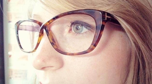 091954a8f0 Maquillage et lunettes : les conseils des blogueuses beauté • Hellocoton  Wearing Glasses, Make Up