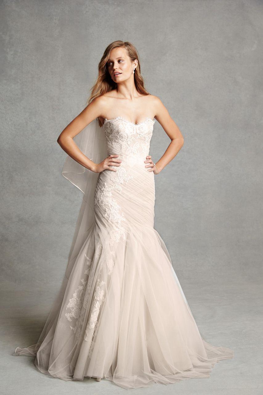 Pin By Ginny Dalbo Bracco On Vestidos De Noivas 2015 Wedding Dresses Colored Wedding Dresses Lace Wedding Dress With Sleeves