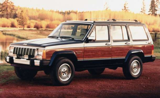 1984 1992 Jeep Cherokee Xj When The Boxy Jeep Cherokee Xj Was Introduced In 1984 It Had Several Trim Levels Right Old Jeep Jeep Cherokee Jeep Cherokee Xj
