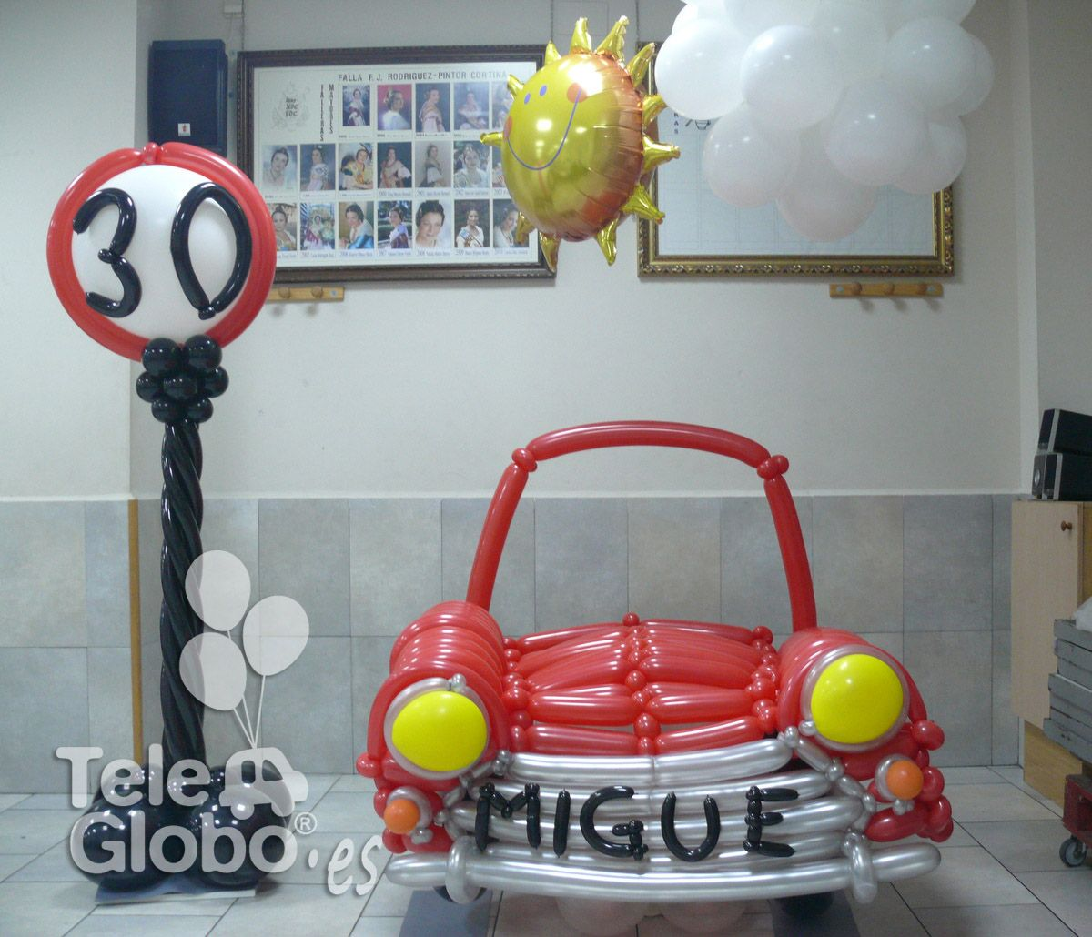 Photocall coche de globos para 30 cumplea os - Decoracion cumpleanos adultos en casa ...