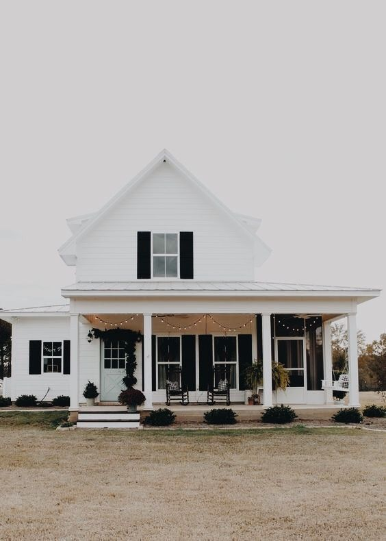 27 Modern Farmhouse Exterior Design Ideas For Stylish But Simple Look: Modern Farmhouse Exterior With Black Shutters And Major Curb Appeal. Charming… (With Images