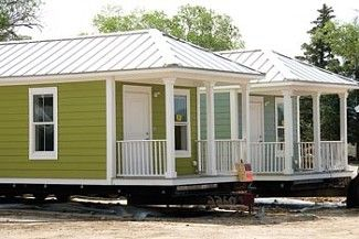 39 katrina cottages 39 set up on cedar street in bv google for Mema cottages for sale