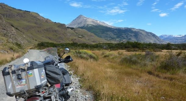 Disfruta de hermosos paisajes en moto. http://www.motoaventura.cl/