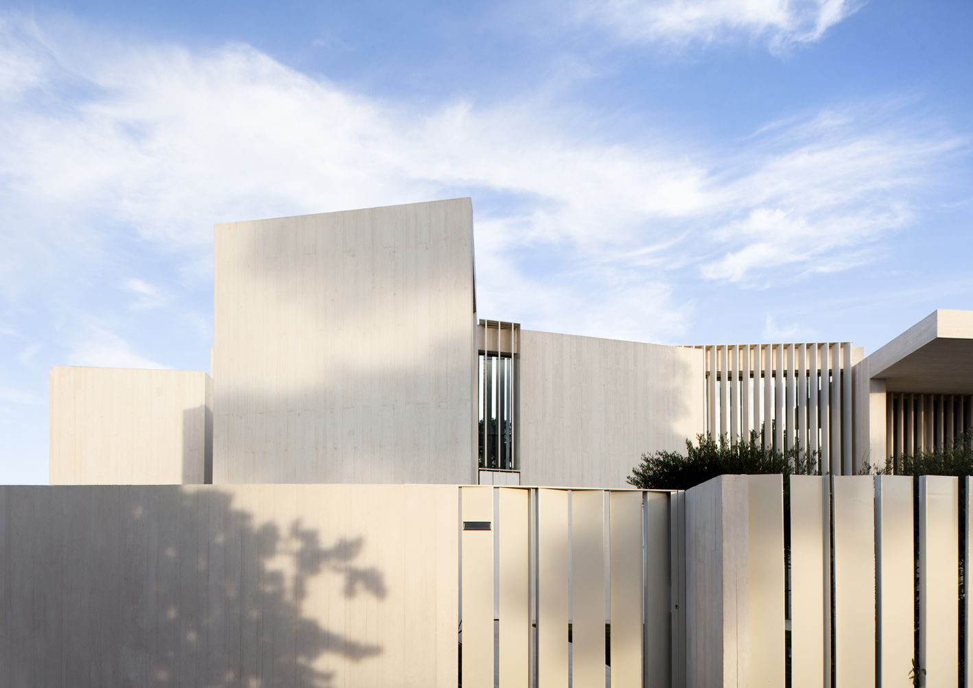 la casa sardinera ubicada en un privilegiado enclave de la costa alicantina se distingue por la arquitectura minimalista de su autor ramn esteve - Ramon Esteve Arquitecto