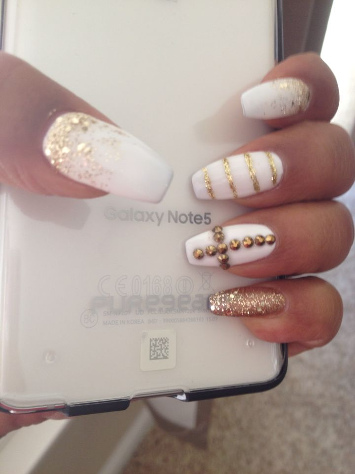Coffin Shaped Nails With Snowy White Gel Polish Love The Designs