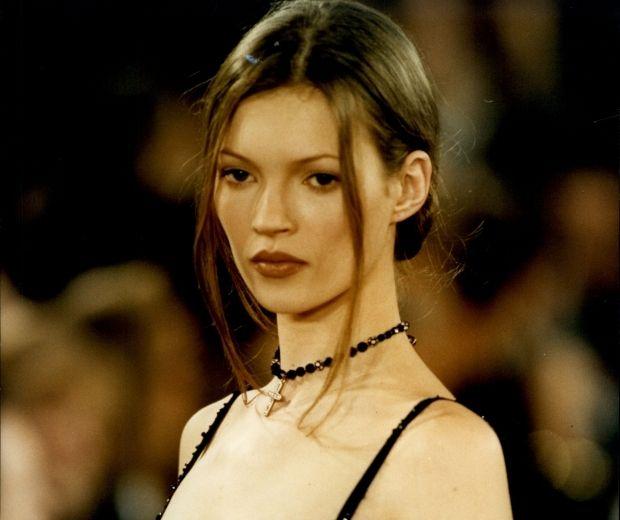 Kate moss in 90s grunge choker | 90s | Kate moss, Fashion ...
