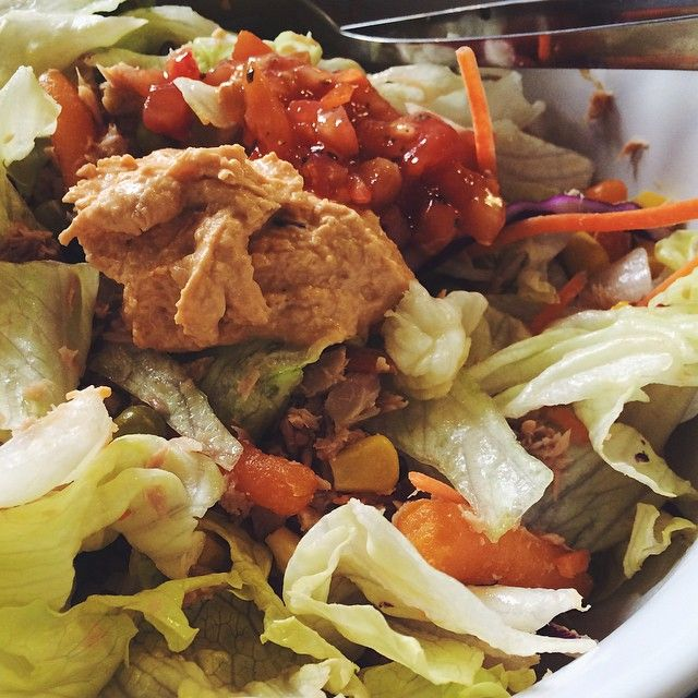 #SaladHarderThanMe  Fueling up with this huge, I mean HUGE, salad bowl: Solid white albacore tuna • Lettuce • Sweet corn • Baby carrots • Garden peas • Tomato salsa • Reduced fat red pepper hummus  No time for food aesthetics today though, have a Banking assignment to do and lecture notes to catch up on! #Restday only for the body  Let's do this  #iifymgirls #saladporn #iifym #flexibledieting #Padgram