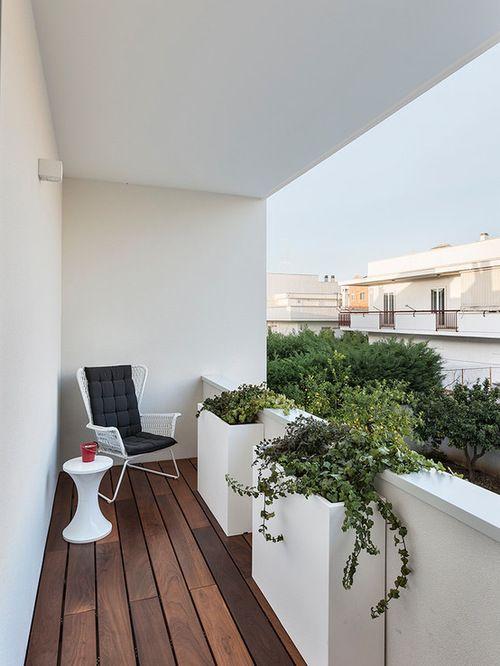 Aménagement d\'une petite terrasse contemporaine avec une extension ...