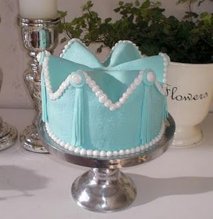 how to crown cake