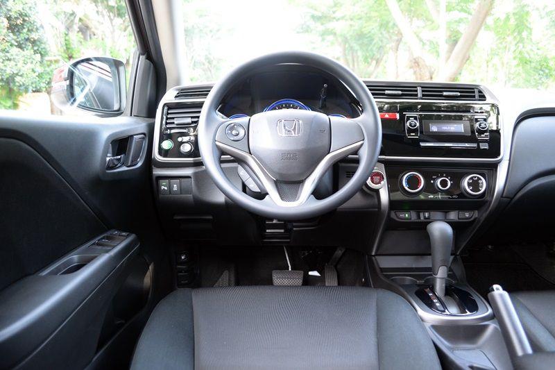 Đánh giá Honda City 2016: Vô-lăng tích hợp các nút bấm điều khiển chức năng