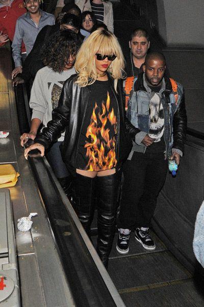 Rihanna indo pro show do Drake de metrô? Girl ON FIRE! quase literalmente, rs.