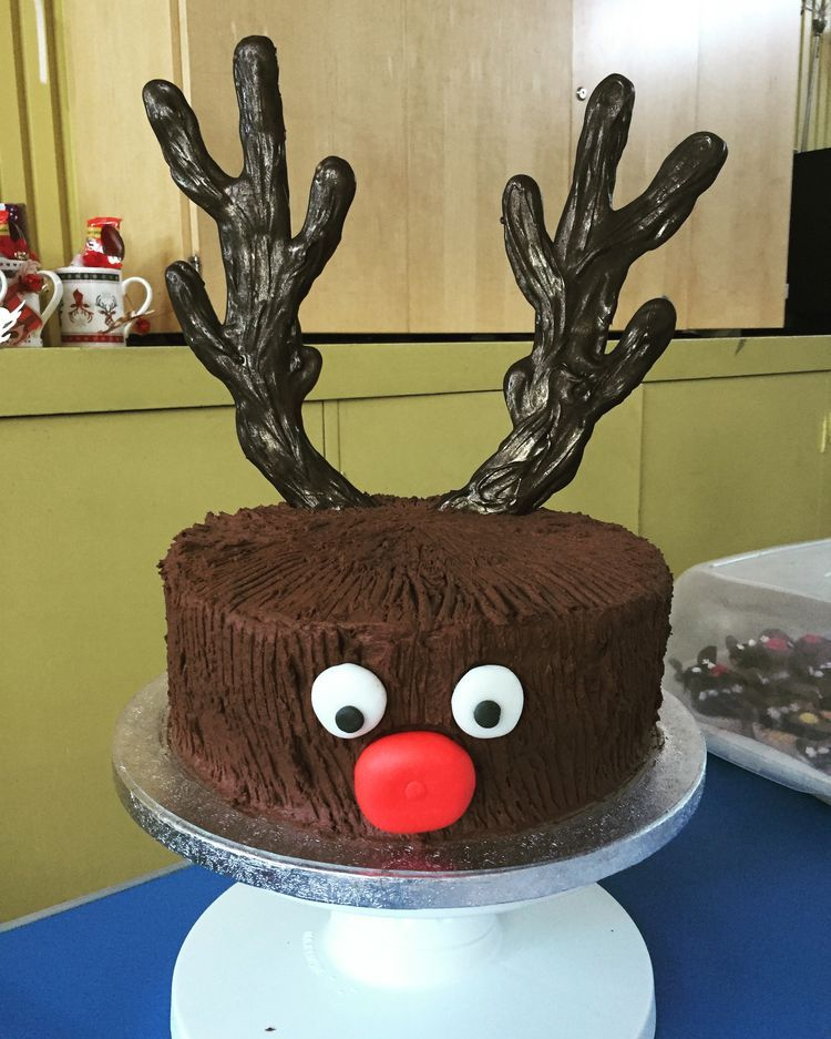 Most ingeniuos christmas cakes diy easy reindeer cake christmascake also designs for this new year rh pinterest