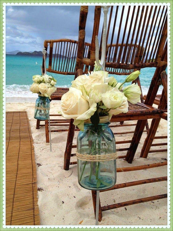 Renato Mozart Eventos na Praia: Vidrinhos azuis + rosas brancas na decoração de casamento na praia - litoral norte -SP
