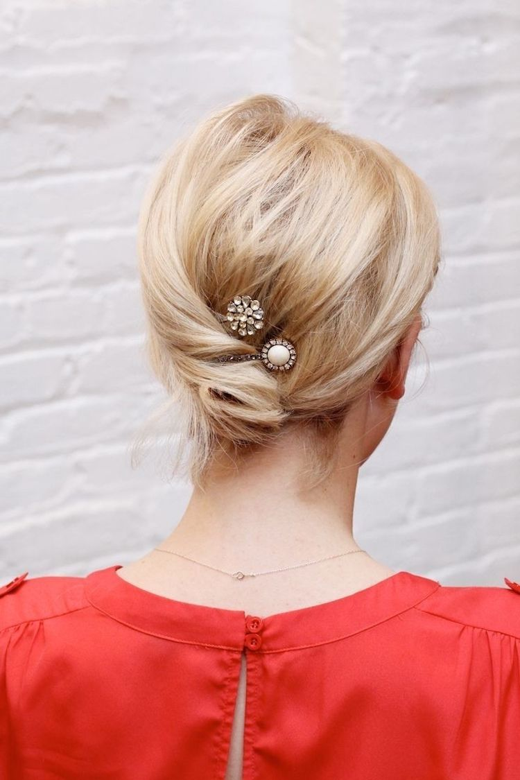 Mittellanges Haar Einfach Mit Haarnadel Oder Haarschmuck Binden
