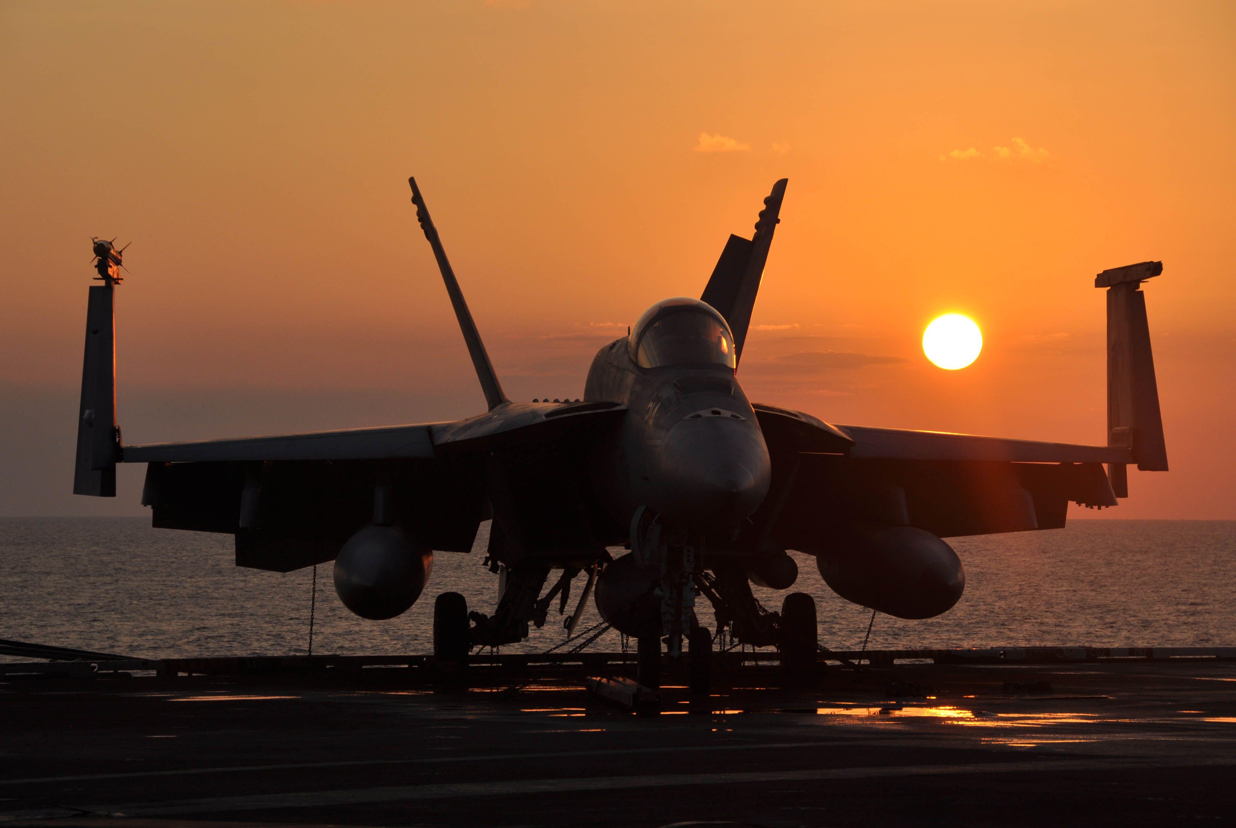 f/a-18e sedate super hornet on deck at sundown   aviacion