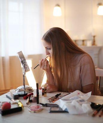 girl putting makeup on  mascara tips makeup tips for