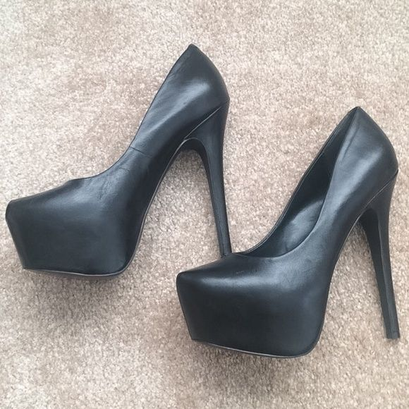 0d1edeb562d Steve Madden DEJAVU pumps Barely worn! Genuine leather and super comfy due  to the platform. An affordable alternative to the Christian Louboutin  Daffodile ...