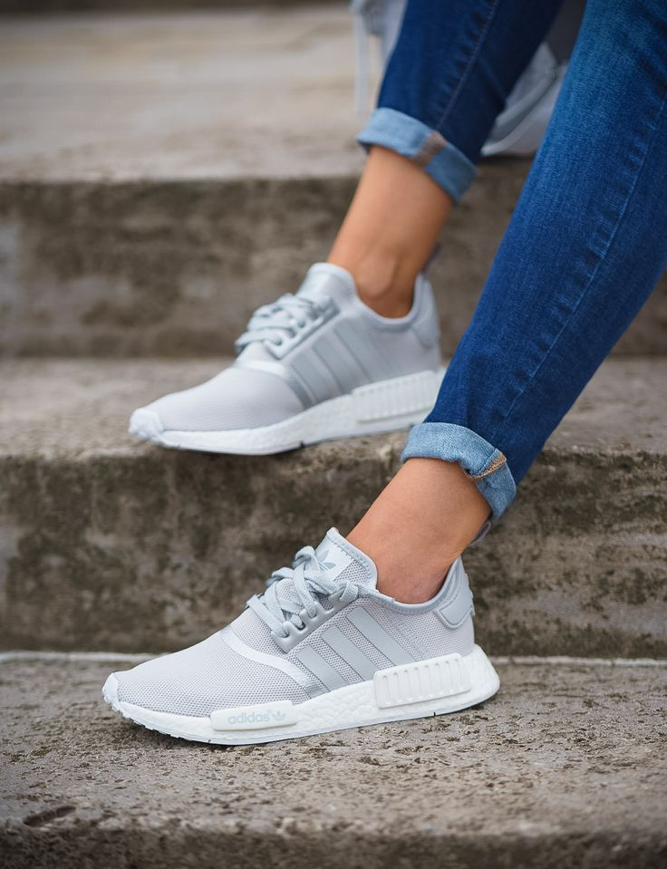 Adidas Originals Nmd R1 S76004 Sneaker In Grau Weiss Silber Clothing Shoes Jewelry Women Adidas Shoes Htt Adidas Shoes Women Cute Sneakers Adidas Shoes