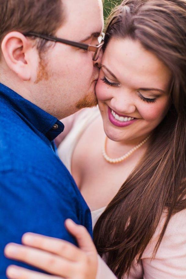 Photo of {Curvy Engagement} Texas Sunflower Fun   Lemons and Tea Photography – The Pretty Pear Bride – Plus Size Bridal Magazine