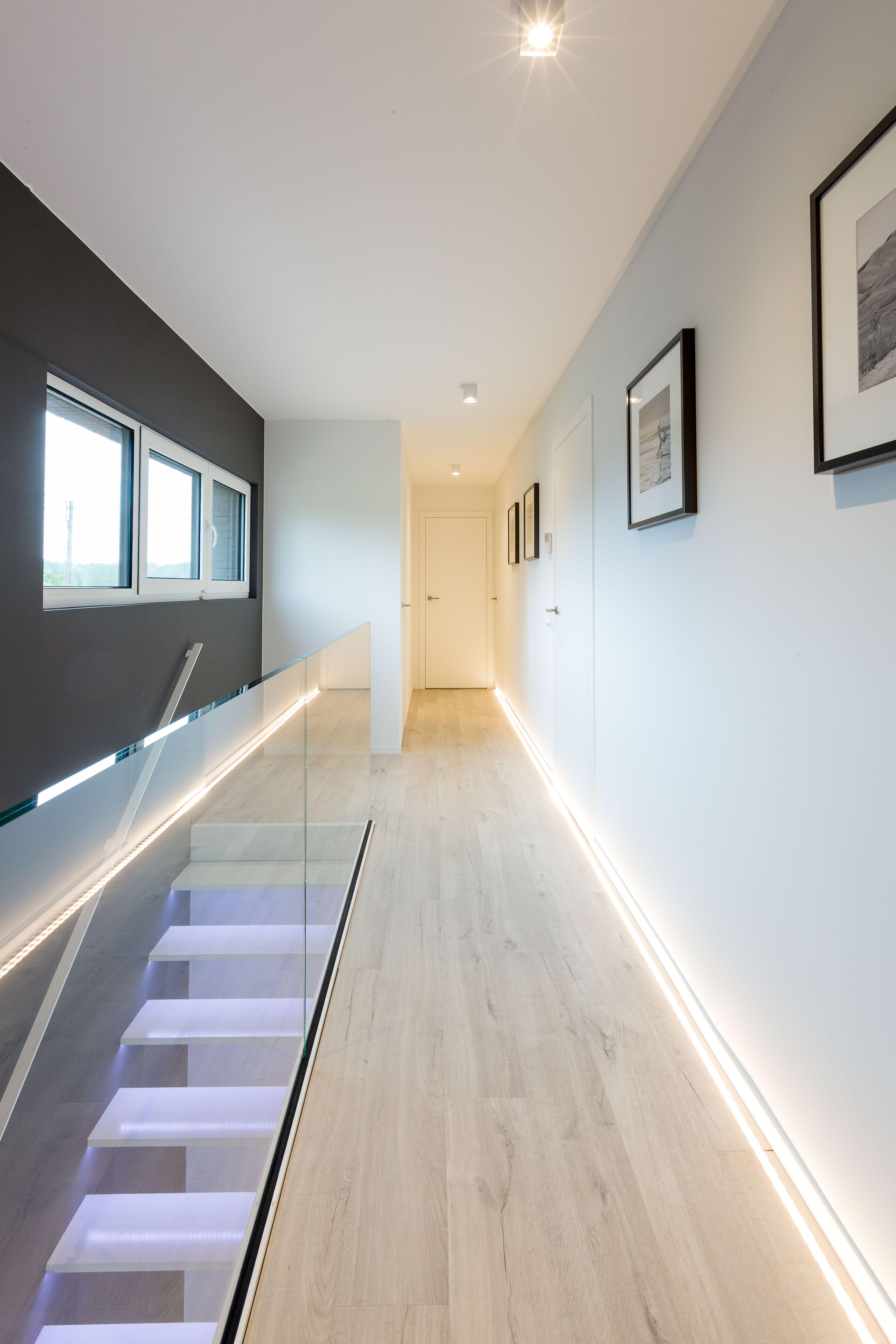 Hall de nuit escalier garde corps vitré moderne s