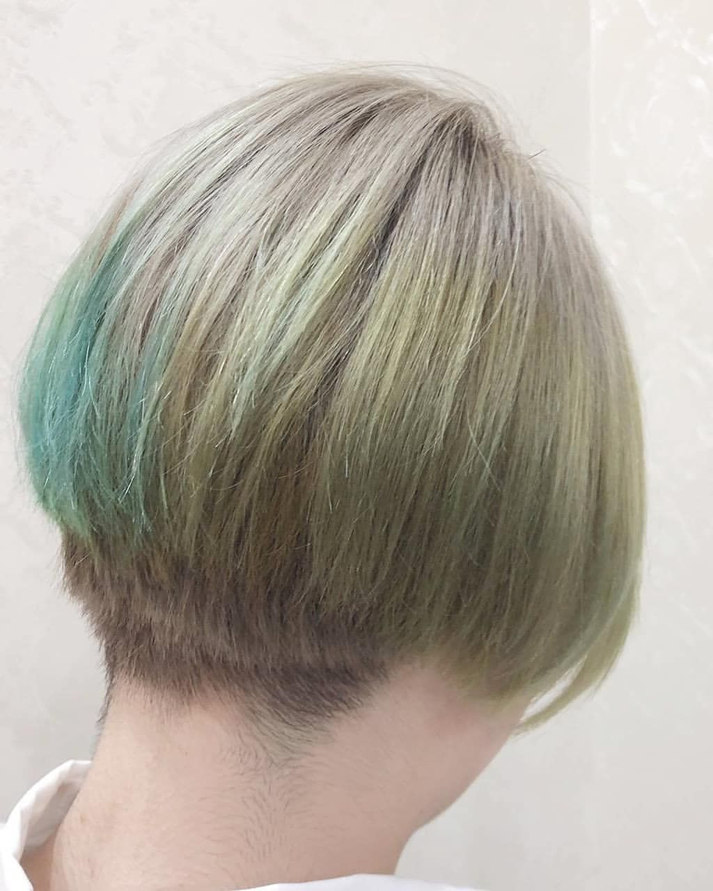 ワかサゆウなさんはinstagramを利用しています ツートンカラー ツートンヘア ツートンカラー ショート女子 ショートボブ 刈り上げ 刈り上げ女子 ハイトーンカラー デザインカラー グリーンカラー エメラルドグリーン イエローカラー イエ ショート