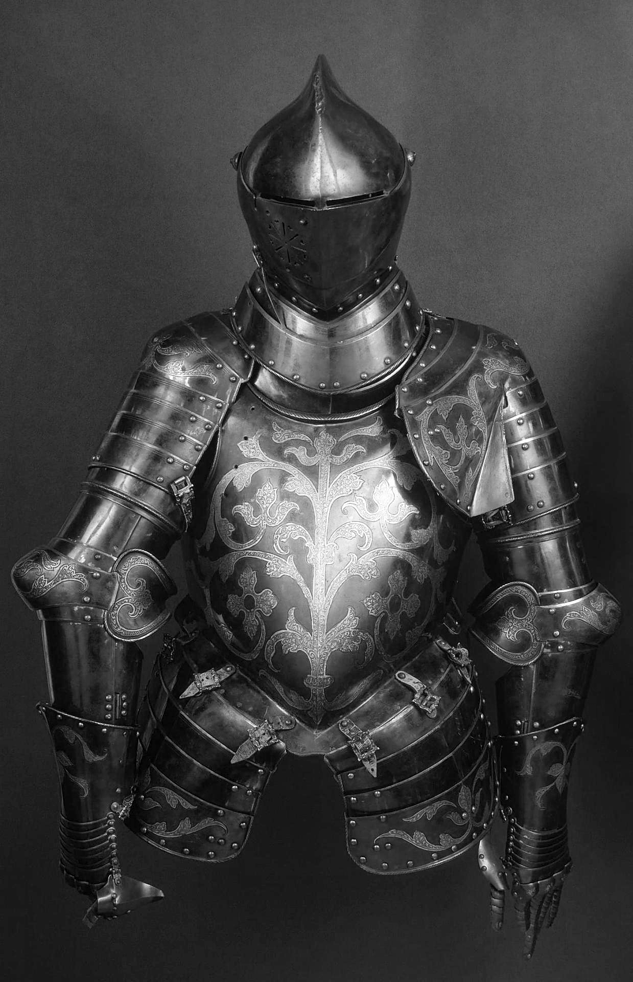Armour, Place of creation: Germany Date: First third of the 16th century School: Augsburg (?) Material: steel and leather Technique: forged and chased.