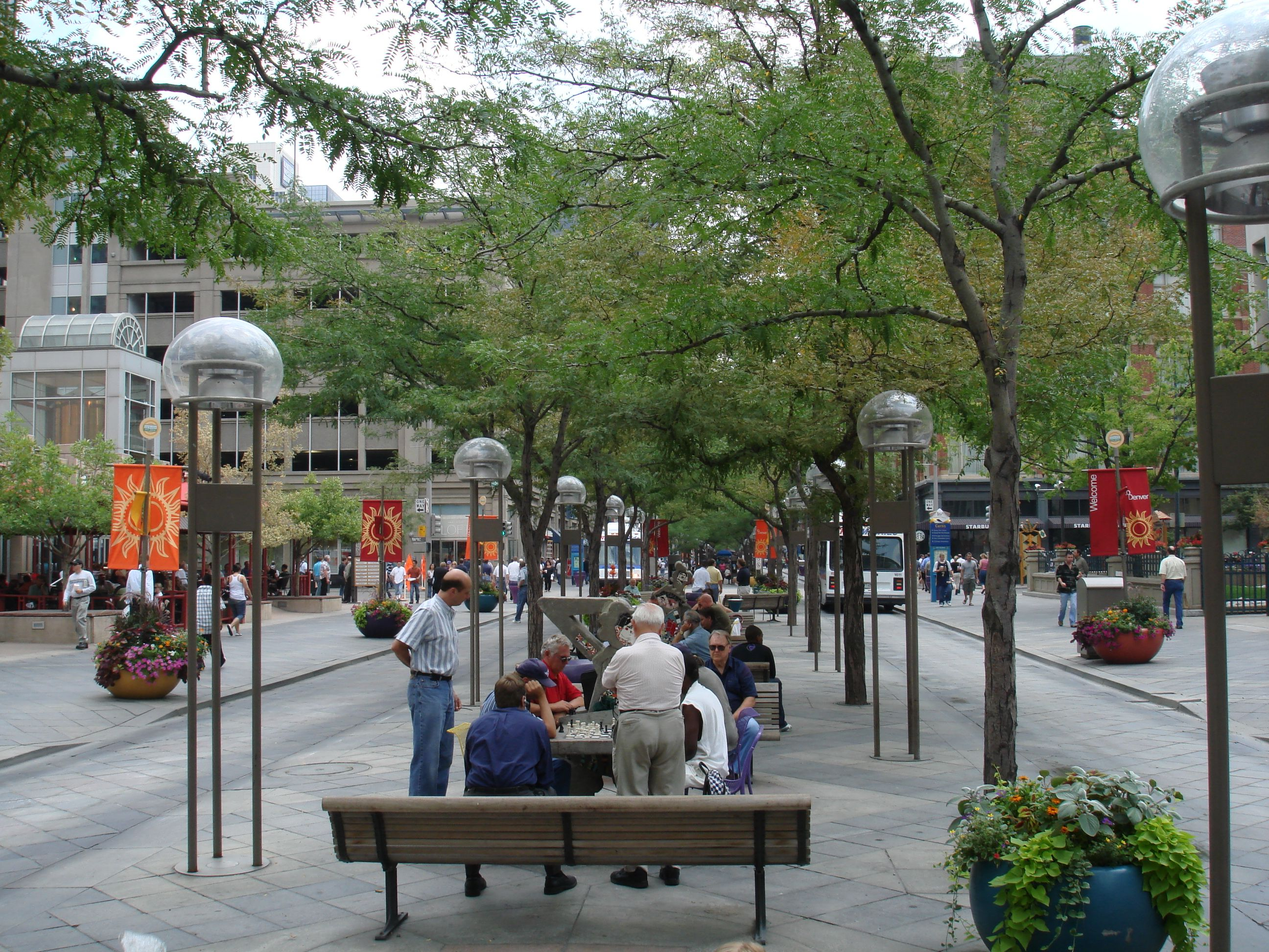 16th St Mall Denver An Outdoor Filled With S And Restaurants Tons Of People On Warm Sunny Days It Is So Vast You Really Need To T