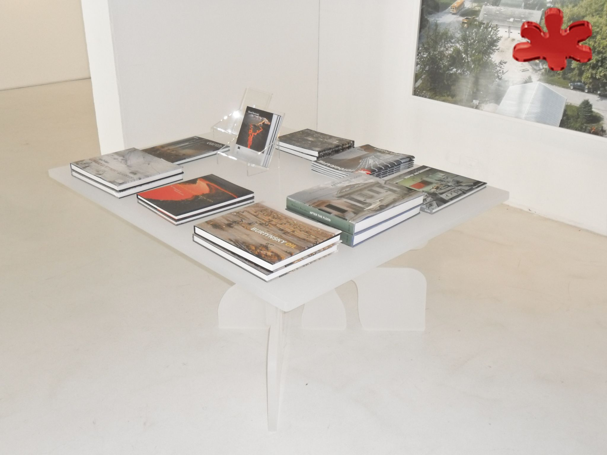 Acrylic table FIORE design Kris Ruhs for Carla Sozzani 10