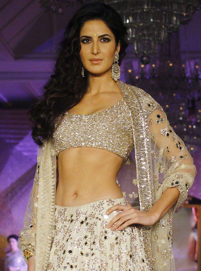 Katrina kaif showing her nakad body