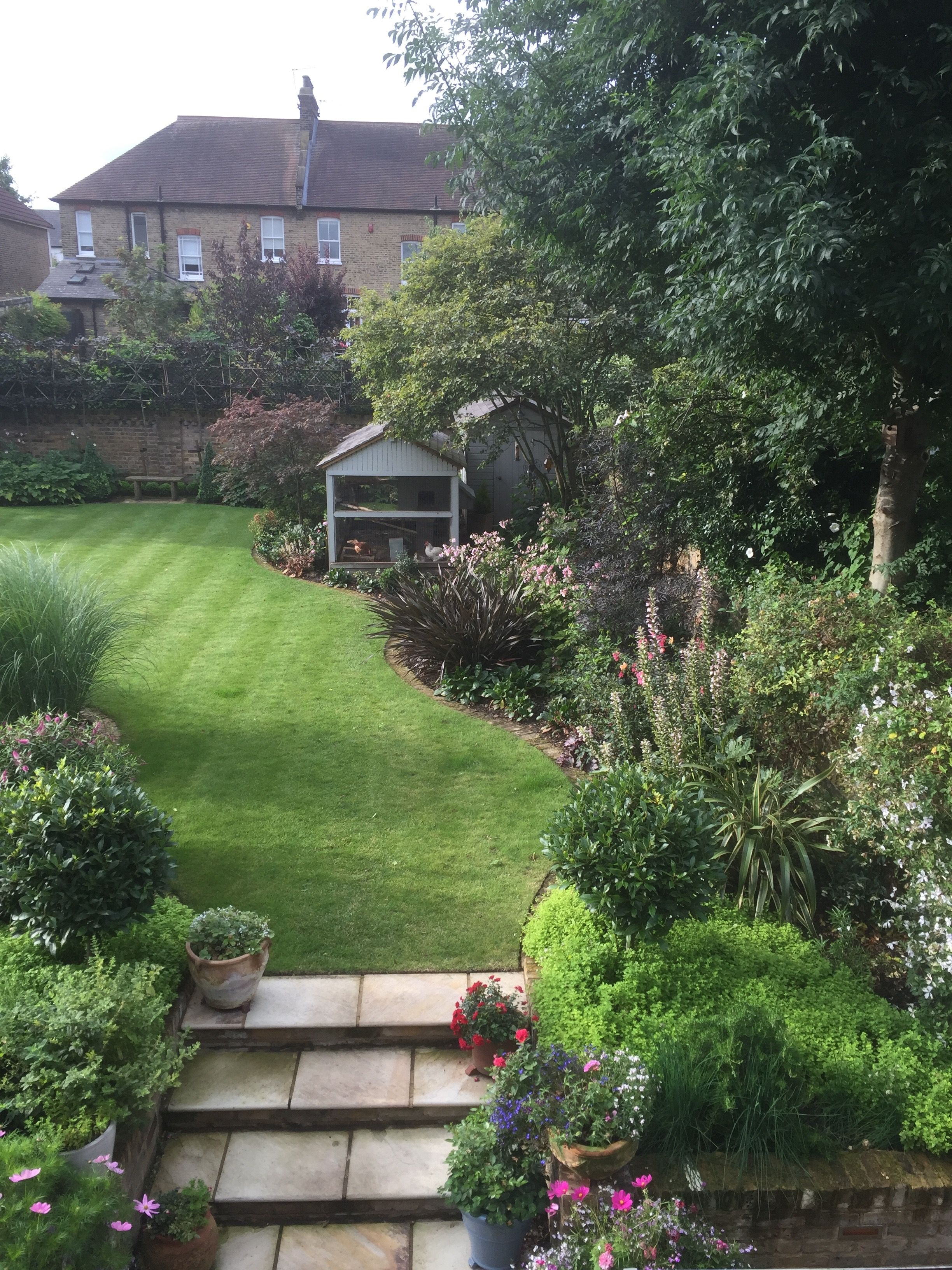An Early Morning View Of This South East London Garden Which Faces Due South Hard To Believe It S Only A East Facing Garden London Garden Contemporary Garden