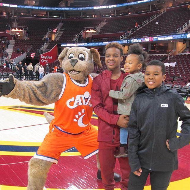 Love this pic  James gang with Moondog mascot!! #lebronjames