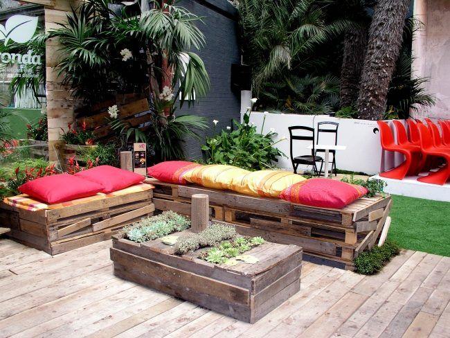 gartenb nke sitzkissen couchtisch aus holzpaletten selbstgebaut garten pinterest. Black Bedroom Furniture Sets. Home Design Ideas