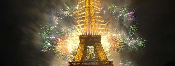 La tour Eiffel fêtant la nouvelle année