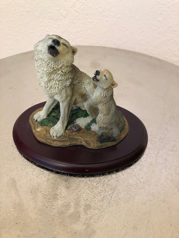 Wolf with pups ceramic figure/wolf figurine/wolf art/wolf knick knack/wolf home art/wolf home decor #knickknack
