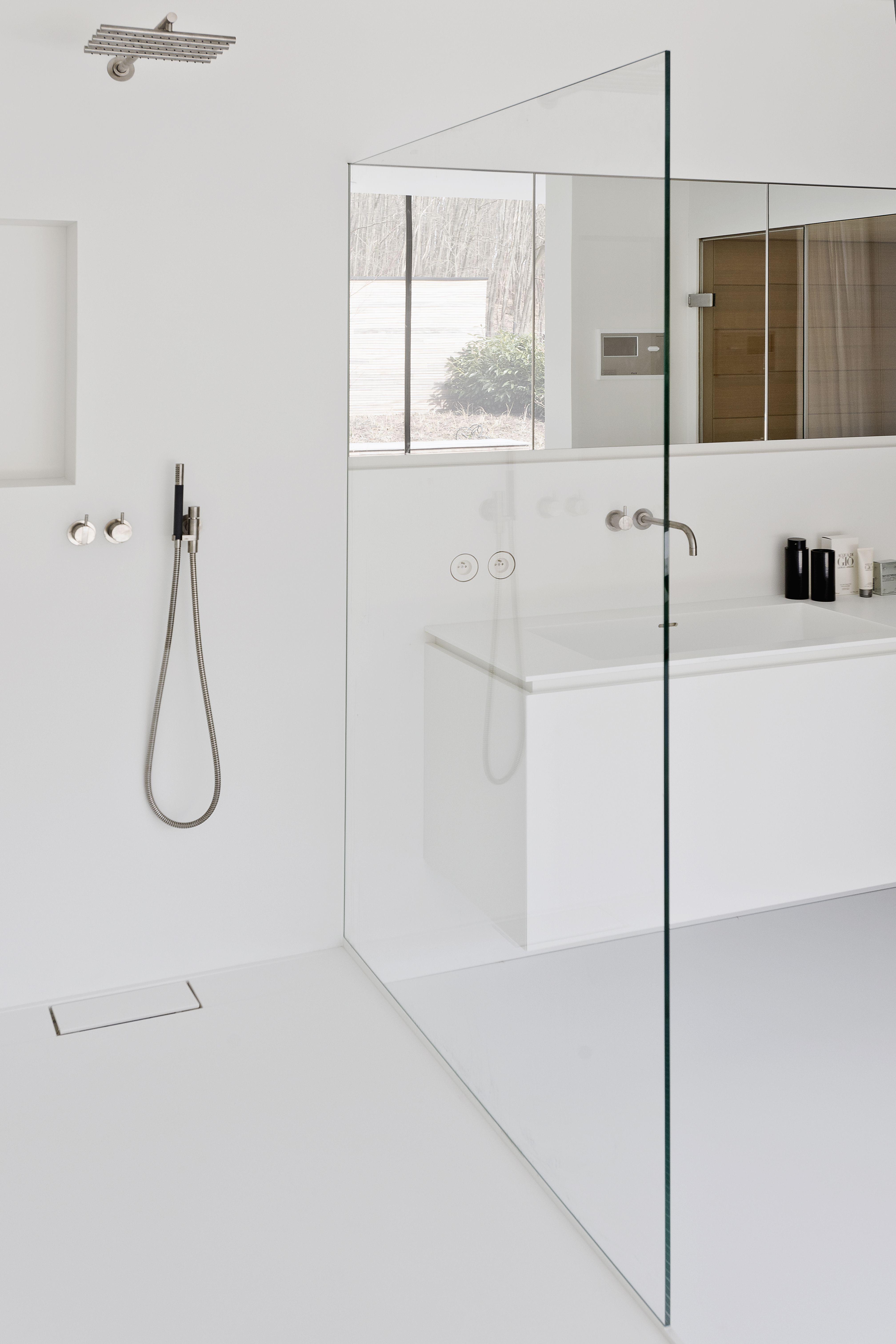 Minimal white bathroom | Bathroom | Pinterest | Minimal, Bath and ...
