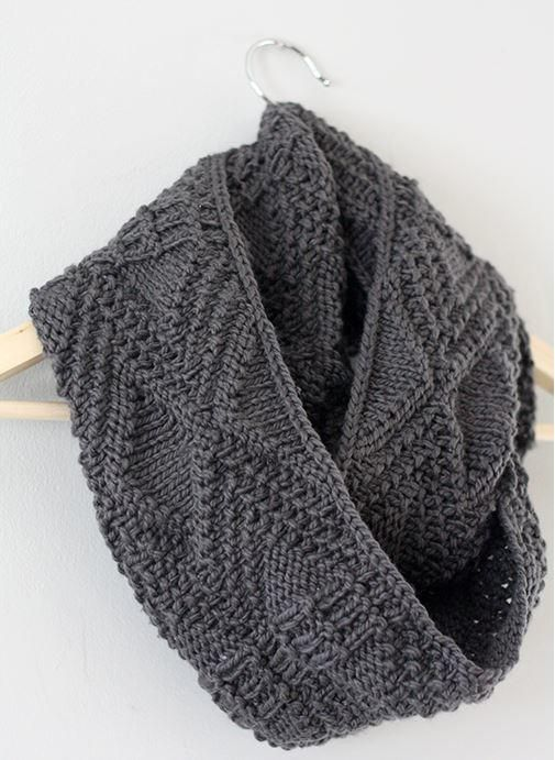 Incredibly Simple Cowl Pattern This knit infinity scarf can be worn as a sc...