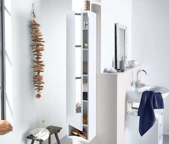 Schön Als Idee Fürs Badezimmer Empfiehlt Sich Dieser Spiegelschrank Mit 4  Einlegeböden. Seine überstehende Front Ermöglicht Einfaches Öffnen.
