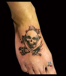 photo de tatouage pirate aquarelle categorie style divers lanj lassaut pirate sabre skull t te. Black Bedroom Furniture Sets. Home Design Ideas