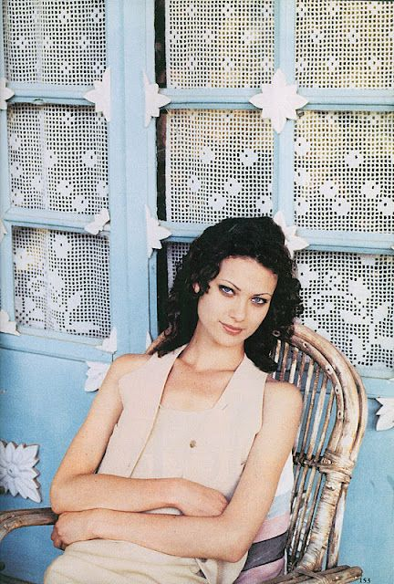 90s beauty, Shalom Harlow, and these curtains