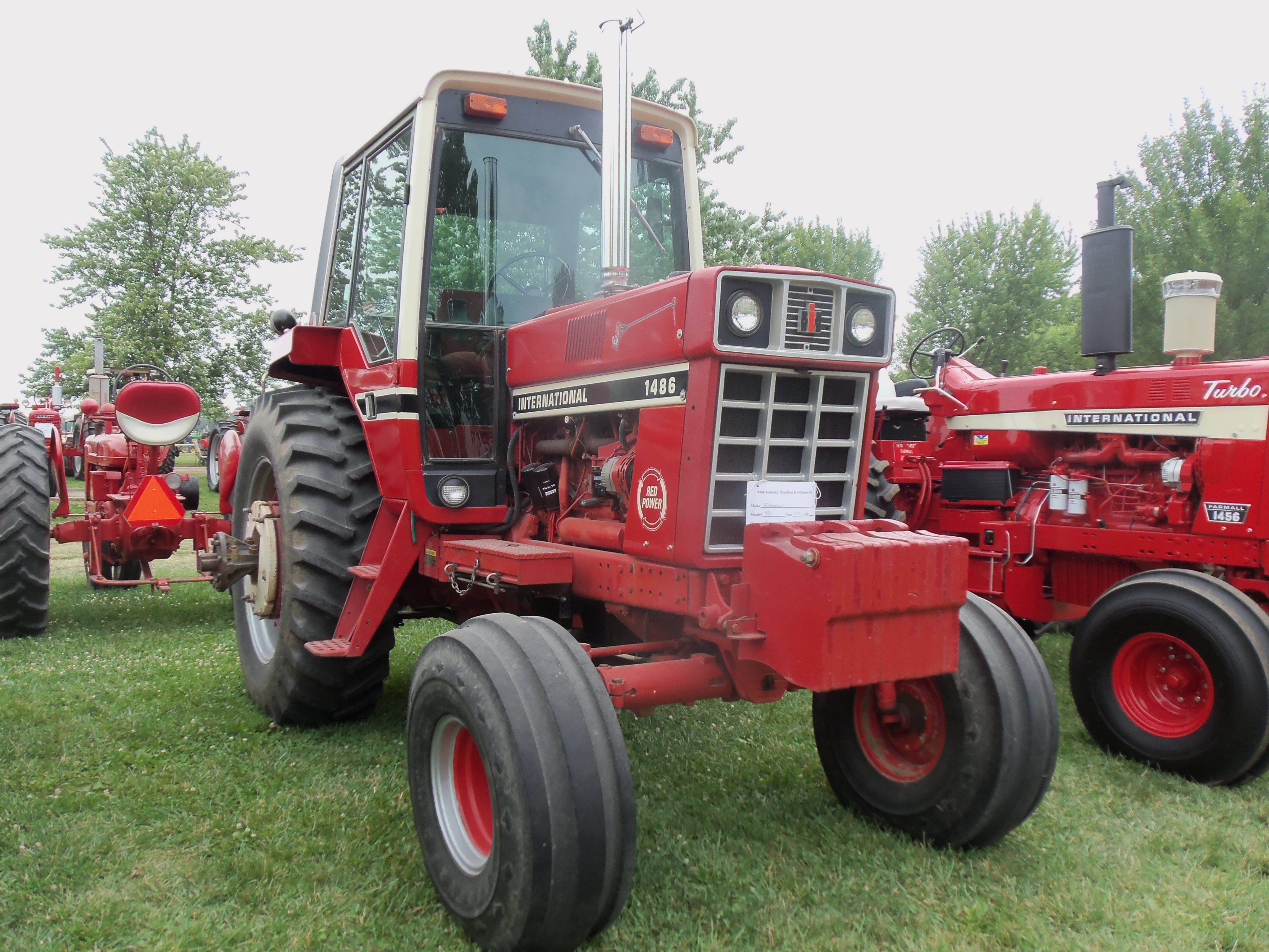 145hp International 1486 RED POWER cab tractor