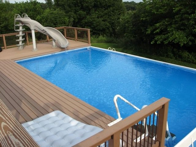 piscine hors sol avec terrasse en bois et toboggan. Black Bedroom Furniture Sets. Home Design Ideas
