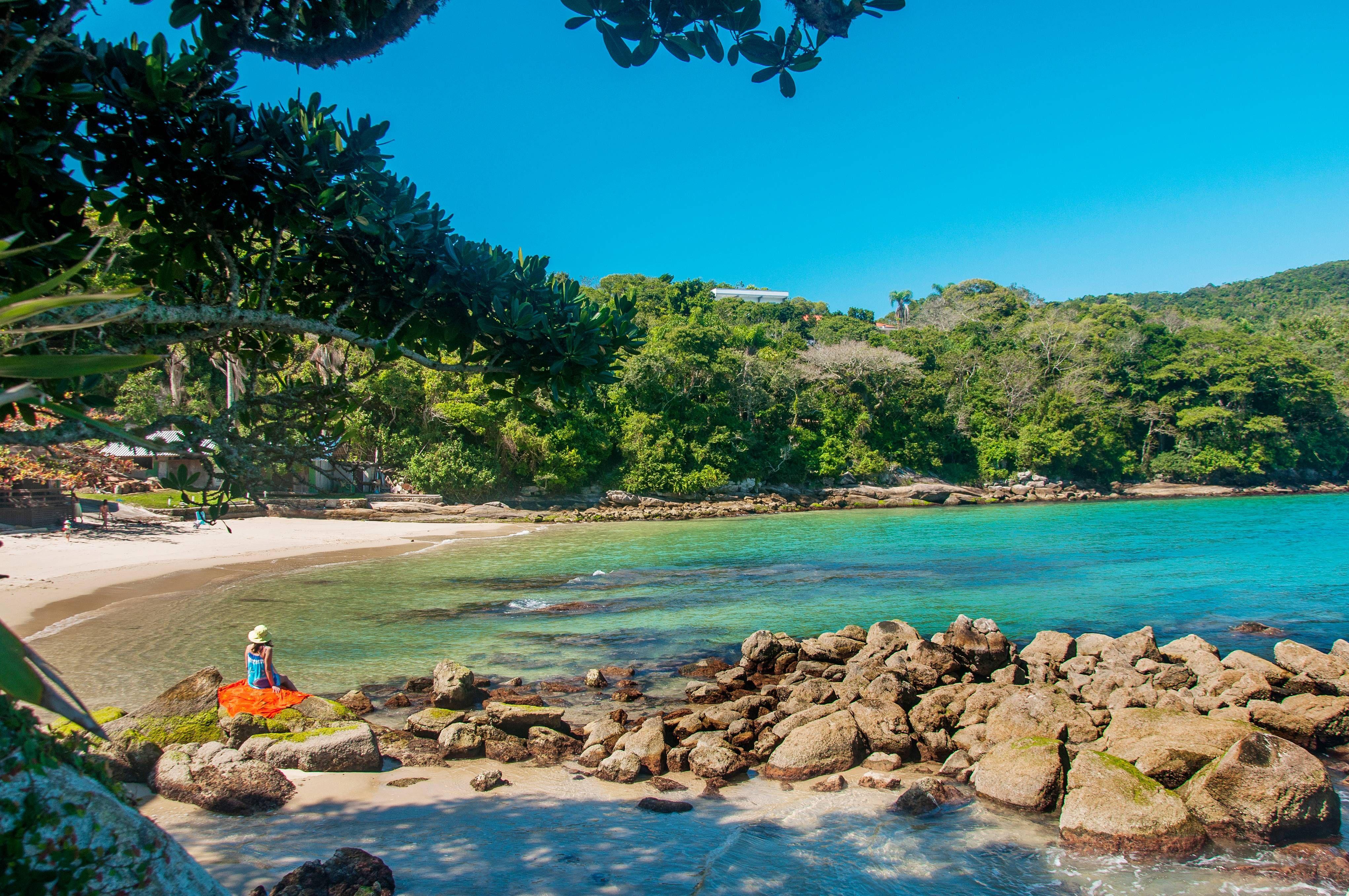 Piscinas naturais na Praia da Sepultura em Bombinhas/SC, Brasil. | Viagem  turismo, Praias sc, Praia de bombinhas sc
