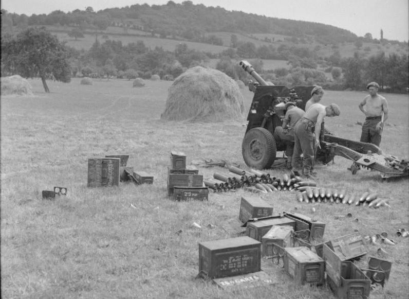 Image result for ww2 british 25 pounder gun crew