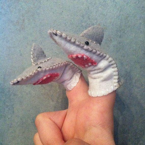 Marioneta del dedo de tiburón por LumpyButtonsGifts en Etsy ...